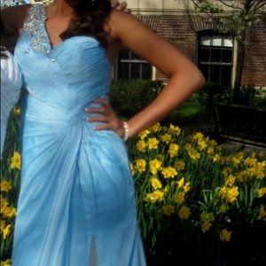 Tony Bowls prom dress 👗